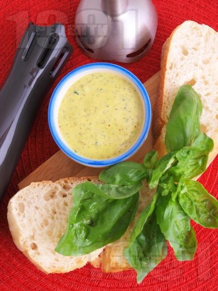 Лесна и бърза домашна майонеза с босилек - снимка на рецептата